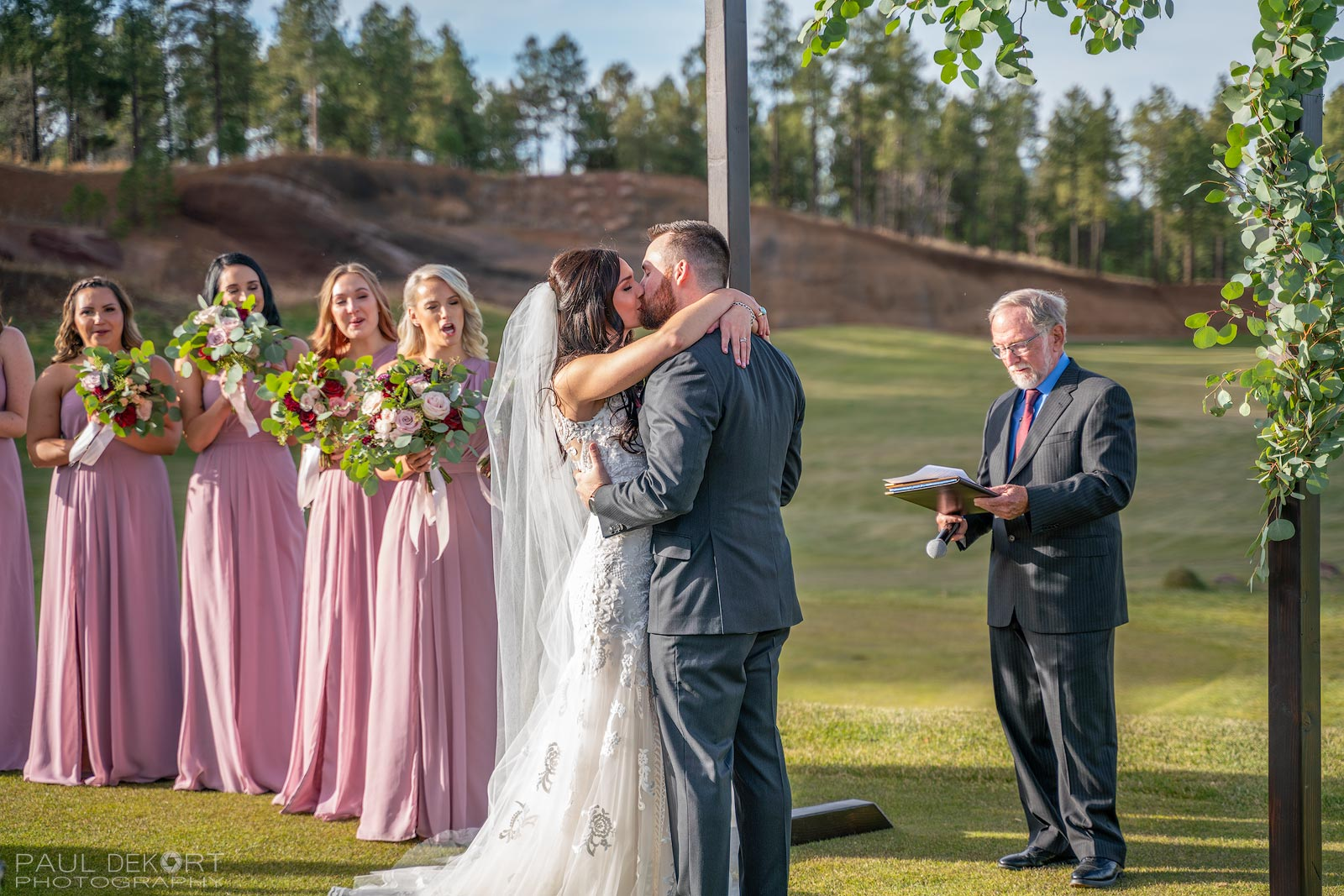 Wedding_photo_first_kiss_Flagstaff_Arizona